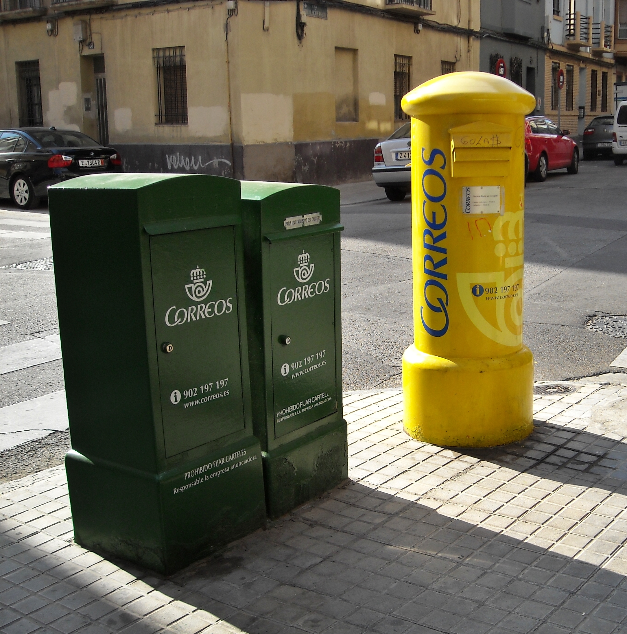 La recepción de documentos importantes por vecinos.