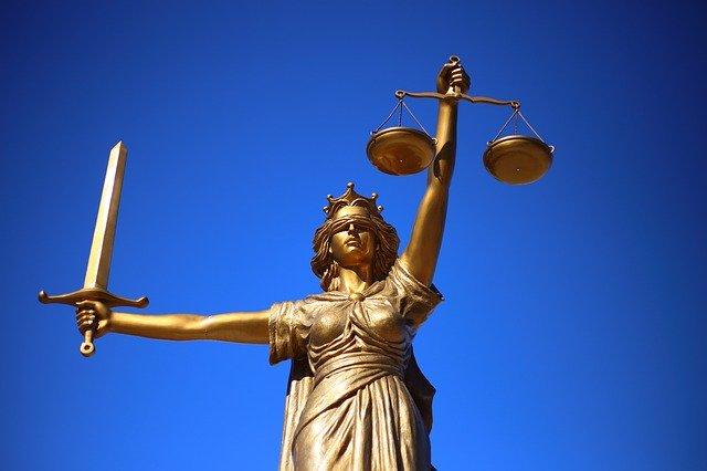 Estatua de la Justicia Consuelo Terreo Abogada